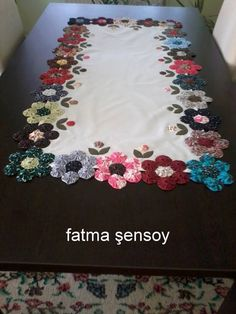 Love this yo-yo table runner