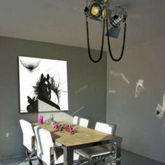 ¿Quieres darle un toque de cine a tu hogar? con el Foco ESTUDIO aluminio lo conseguirás ¡además está a un precio muy asequible!