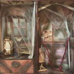 El ático olvidado. (Interior) The forgotten attic. (the inside) #blackribbonblythes #blythecase #blythecarrier #customblythe #customdoll #doll #dollcollector #dollartistry #dollstagram #blythestagram #blythecollector #blythelove #blythelove #blythecustom #dollphotography #artdoll #blythehouse #blytheroom #dollhouse #dollroom