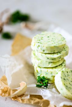 Parsley and Garlic Butter is a simple recipe to make flavored butter. You can use this butter to make herb garlic bread. Here is how to make Parsley and Garlic Butter. Flavored Butter, Homemade Butter, Butter Sauce, Spiced Butter Recipe, Steak Butter, Homemade Breads, Herb Butter, Garlic Butter, Garlic Bread