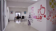 Love the wall in this office! Creative Office Space, Office Space Design, Office Workspace, Office Walls, Interactive Walls, Environmental Graphic Design, Office Branding, Inspiration Wall, Diy Wall Art