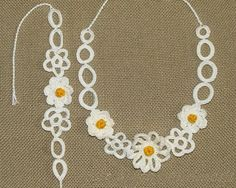 Romantic crochet chocker necklace and bracelet set with daisy flowers motifs