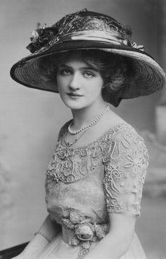 Actress Lily Elsie c.1910