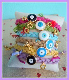 <3 Handmade evil eye bracelets with macrame adjustable clasp <3 <3 Χειροποίητα Βραχιολάκια (μάτι) με κούμπωμα macrame για να προσαρμόζεται σ'όλους τους καρπούς <3 <3 Price: 10 € <3 <3 petitrustique.wix.com/petitrustique <3