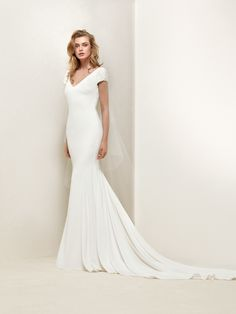 Dralan: Plain mermaid style dress with embroidered Japanese sleeves - Pronovias | Pronovias