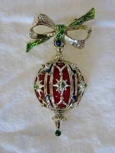 Vintage Christmas Ornament Pin Brooch.