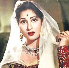 Evergreen real beauty of beautiful Madhubala Vintage Bollywood, Bollywood News, Most Beautiful Indian Actress, Beautiful Actresses, Bollywood Pictures, Beautiful Nature Pictures, Real Beauty, Organic Beauty, Vintage Beauty
