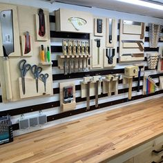 Garage Organization Tips, Garage Tool Storage, Workshop Storage, Workshop Organization, Garage Tools, Diy Workshop, Garage Workshop, Workshop Layout, Tool Room