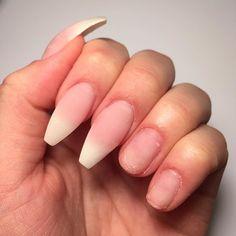På väg att bli hel igen efter en vecka med korta naglar!   #självlärd #selftaught #nagelamatörer #glamandbeauty #silcare #silcarenails #silcaresweden #baseone #gelnails #nails #gelenaglar #naglar #uvnails #nailextension #nagelförlängning #longnails #coffinnails #ballerinanails #nudenails #frenchnails #newnails #girlynails #naturalnails #nakednails #inprogress by naglaravelin