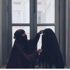 Hijab Niqab, Mode Hijab, Muslim Girls, Muslim Couples, Square Hijab Tutorial, Niqab Fashion, Anime Muslim, Muslim Women Fashion, Sky Aesthetic
