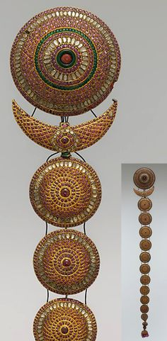 India - probably Madras | 'Jadanagam' ~ plait ornament; gold inset with rock crystals, rubies, emeralds and amethysts.  L:  60 cm | ca. 18th - 19th century
