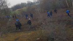 Vor dem Spiel beim MSV Duisburg wurde ein Zug mit Fans von Arminia Bielefeld in Bochum-Wattenscheid angegriffen.