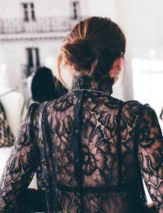 La blouse en dentelle tendance victorienne : la pièce de l'automne 2016 ! (&Other Stories - photo Natalie Off Duty)