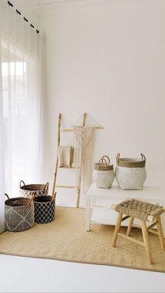 Photography Studio Spaces, Bedroom Photography, Estilo California, Clothing Store Design, Art Studio Organization, Home Room Design, Interior Design Studio, Interior Exterior, Mykonos