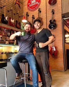 #CafeDas18 com nosso amigo e baixista Fejão!!!  #ClubeGaragem