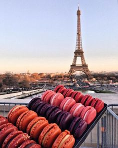 Macaroons and the Eiffel Tower. Macaroons and the Eiffel Tower. Aesthetic Food, Travel Aesthetic, Paris Torre Eiffel, Tour Eiffel, Hotel Des Invalides, Paris Ville, Oui Oui, Paris Travel, Travel City