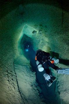 Crois en ses rêves  Avoir confiance en soi Underwater Caves, Underwater Photos, Underwater World, Underwater Photography, Scuba Diving Quotes, Best Scuba Diving, Cancun Diving, Music Background, Technical Diving