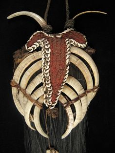 A dramatic boar's tusk pectoral from the Boiken culture of Papua New Guinea. Cassowary feathers anchor this fiber and nassa shell pectoral with five slivers of boar's tusk lashed together, and two more tusks attached to the braided neck cord. Painting Tattoo, Body Painting, 3d Chalk Art, Tribal Necklace, Dark Fantasy Art, Ocean Art, Tribal Fashion, Papua New Guinea, Ethnic Jewelry