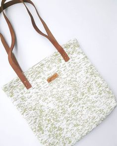 Spring happy handwoven colors are waiting for you! Go Bags, Handmade Accessories, Slow Fashion, Waiting, Hand Weaving, Artisan, Tote Bag, Spring, Colors