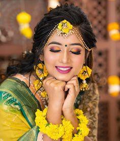 Hochzeit Bridal Makeup ideas for Indian Brides Indian Wedding Makeup, Bridal Eye Makeup, Indian Bridal Fashion, Bridal Makeup Looks, Indian Makeup, Arabic Makeup, Bridal Poses, Bridal Photoshoot, Indian Wedding Couple Photography