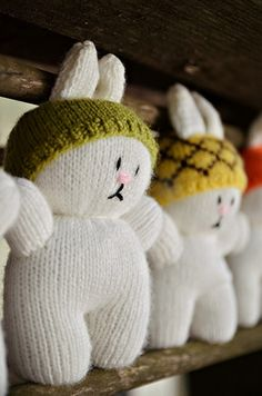 Cute little knitted bunnies...with hats!  Free pattern too.