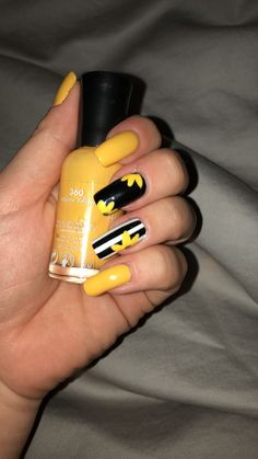 25 sunflower glue on nails sunny yellow & white hand painted acrylic press on nails 00065 Best Acrylic Nails, Acrylic Nail Designs, Nail Art Designs, Yellow Nails Design, Yellow Nail Art, Cute Nails, Pretty Nails, My Nails, Spring Nails