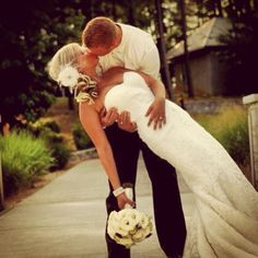 This wedding pose is hawt. Gotta have one of those ;)