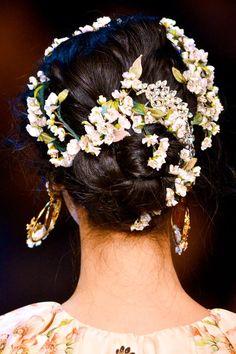 Dolce & Gabbana   Spring/Summer 2014 : hair detail