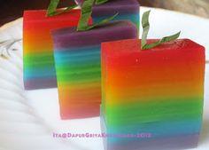 Tetep masih suka dengan yang bernada rainbow neeh...dan saya mencoba memodifikasi kue lapis pepe yang biasa saya buat menjadi kue lapis ...