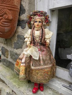 ANTIQUE CLOTH FACE LENCI  OR TYPE FOREIGN DOLL~ELABORATE/COSTUME AND ROSARY&LACE