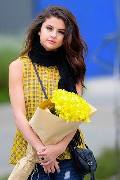 Selena Gomez is a American actress, singer, and producer Selena Marie Gomez is an inspiration for the youth of the country. Selena Gomez Biography, Selena Gomez Age, Selena Gomez Photoshoot, Selena Gomez Outfits, Selena Gomez Style, Facts About Selena Gomez, Alex Russo, Hollywood Celebrities, Hollywood Actresses