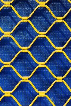 Mystical palace orange et bleu, rolling shutter, shades of yellow, blue yellow, Mellow Yellow, Blue Yellow, Red And Blue, Cobalt Blue, Color Azul, Color Combos, Inspiration Artistique, Yellow Photography, Jaune Orange