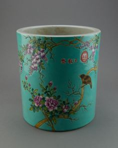 Chinese porcelain brushpot, painted pomegranate, peonies and songbird, marked Dayazhai with red seal, the base marked Yong Qing Chang Chun.  H: 24.5 cm, D: 22.5 cm