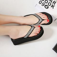 ebbaf84ea2cf08 ... De Salto Alto Mulheres Cunhas Plataforma Flip Flops Sandálias de Verão  Chinelos Sapatos de Praia Da Moda da Menina Loja Online. Sandals  PlatformSlippers ...