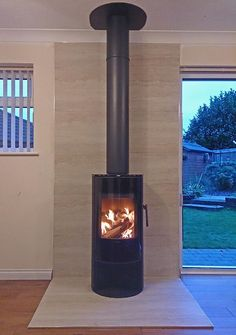 Another great stove from @Morso UK the S10-40 wood stove with tiled hearth and backing and @SFL_Flues chimney system pic.twitter.com/e9RBfZexxE