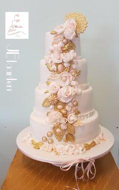 Vintage weddingcake by Judith-JEtaarten - http://cakesdecor.com/cakes/307516-vintage-weddingcake
