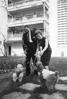 Juan Et Isabel Peron, en exil à Madrid, reçoivent Paris Match le 23 Avril 1962 .Il rentreront en Argentine le 17 Novembre 1972 Photo: Philippe le Tellier / Paris Match