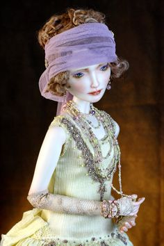 Mary. Porcelain. 67 cm