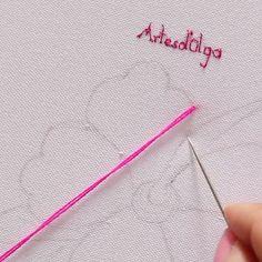 como-bordar-flor-und-puntada-petalillo/ - The world's most private search engine Hand Embroidery Patterns Flowers, Hand Embroidery Videos, Embroidery Stitches Tutorial, Embroidery Flowers Pattern, Hand Embroidery Designs, Embroidery Techniques, Creative Embroidery, Simple Embroidery, Learn Embroidery
