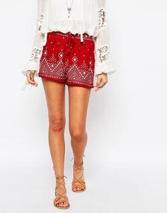 Immagine 4 di New Look - Pantaloncini stile folk ricamati