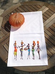 Maison de Fee Runner Bonvagon Cottage Crafts, Afro Art, Table Runners, Embroidery Designs, Napkins, Cross Stitch, Quilts, Textiles, African Girl