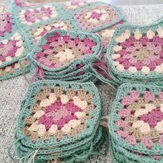 With two kids there is not so much time over to this. So this project is taking time  #inspiration#crochet#crocheted#virka#virkning#garn#yarn#instacrochet#madebyme#mormorsruta#grannysquare#cotton#design#bomull#yarnlove#crochetaddict#blanket#heklet#oldemorruter#hekle#hekledilla#crochetsquare#dmcyarn#dmcnatura#dmc#babyfilt#filt by vildkaprifol