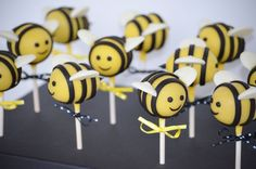 Baby Bee Cake Pops Cake pops for a bee themed baby shower Bee Hive Cake, Bee Cake Pops, Cake Original, Bumble Bee Cake, Bumble Bees, Bee Cakes, Baby Shower Cake Pops, Shower Baby, Pop Baby Showers