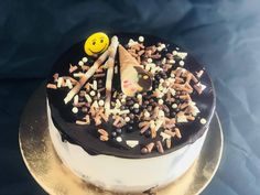 #Delicios #elegant cu #stil, potrivit pentru orice #eveniment !  Pentru torturi personalizate și #candybar, sună-ne ☎ 0753 313 136 sau trimite-ne un mail 💌 prajiturilechocodor@gmail.com Orice, Birthday Cake, Desserts, Food, Tailgate Desserts, Birthday Cakes, Deserts, Eten, Postres