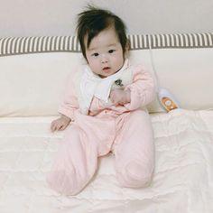 #wattpad #romance ♡skydragon ♡ Korean Babies, Asian Babies, Little Babies, Cute Babies, Baby Kids, Cute Baby Photos, Baby Pictures, Cute Kids Photography, Ulzzang Kids