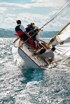 Yacht Charter with Captain and Crew or Bareboat Yacht Rental with Skipper. Luxury Yacht Vacations on ✓ Sailboat Hire ✓ Motoryacht ✓ Catamaran ▷ over 16000 boats Classic Sailing, Classic Yachts, Classic Boat, Yacht Boat, Sail Away, Set Sail, Jolie Photo, Wooden Boats, Tall Ships
