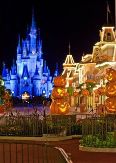 Blog post photo tour of the Magic Kingdom at Halloween - park looks great this time of year; October is the BEST month to visit (low crowds, nice weather, festive decor, etc.)