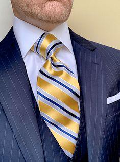 Dress Suits For Men, Suit And Tie, Men Dress, Mens Fashion Suits, Mens Suits, Tie A Necktie, Tweed Men, Blazer Outfits Men, Gentlemen Wear