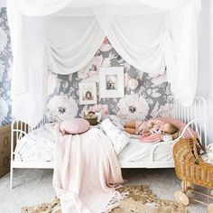 SPOTTED over on Project Junior: This toddler room from is seriously SO chic - sleeping babe and all! See the full room tour on Project Nursery. Childrens Room, Toddler Rooms, Toddler Girl, Big Girl Bedrooms, Little Girl Rooms, Cute Teen Rooms, Fantasy Bedroom, Ideas Hogar, New Room