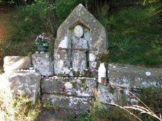 Voici la fontaine dédiée à st augustin (Pére de l'église Latine). Circuit Fontaine st augustin/col du singe/tourbière de l' abîme : http://www.visorando.com/randonnee-fontaine-st-augustin-col-du-singe-tourbi/